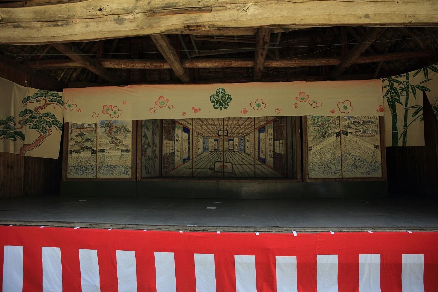 村の諏訪神社の獅子舞の奉納舞台 ブログ用.jpg