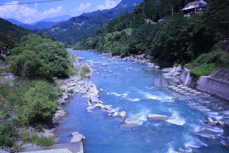 姫川の乳白色の流れ ブログ用.jpg