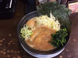 530日の出ラーメンの横浜豚骨醤油ラーメン!(^^)!美味!(^^)!