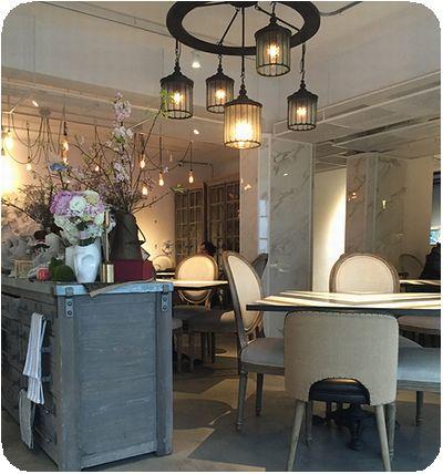 September Café店内