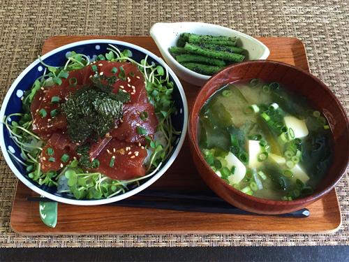 マグロ漬け丼の朝ご飯01