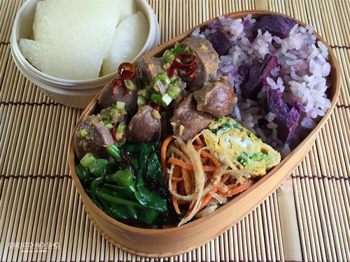 紫芋の炊き込みご飯弁当
