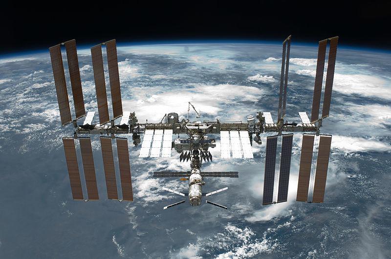 ISS(国際宇宙ステーション)の表面に「地球外生命体」の証拠である微生物を発見か?