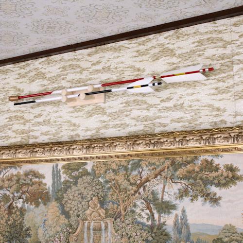 二本の破魔矢を掛けられる 神前破魔矢掛け 二段式 檜製