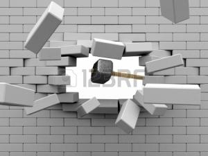 4933310-スレッジ-ハンマー-レンガ壁にぶち当たります。