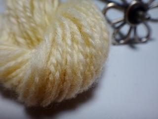 啓翁桜で染めたコリデール紡ぎアップ