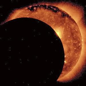 日蝕写真(ネットからお借りしてます)