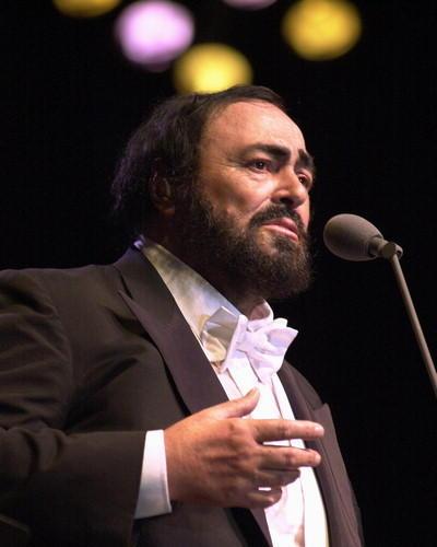 pavarotti-luciano-photo-xl-luciano-pavarotti-6232782.jpg