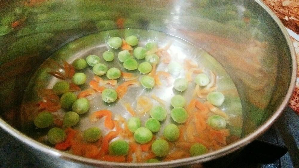 鶏肉とエンドウ豆のスープの作り方1