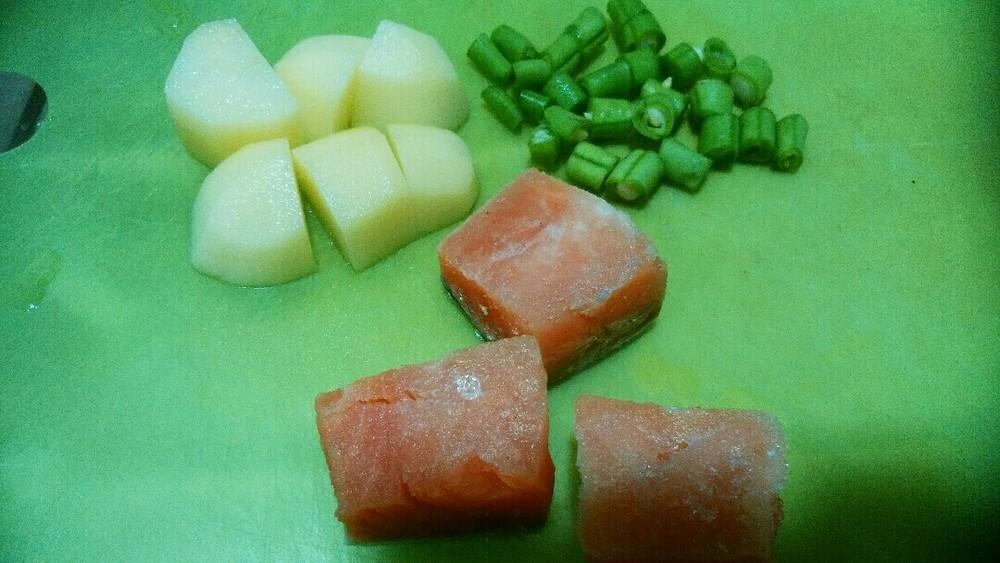 鮭とジャガイモのシチューの作り方1