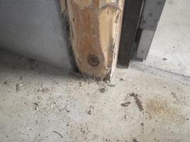 倉庫のドア被害