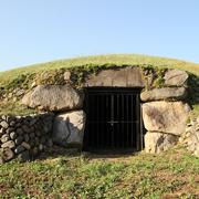 加牟那塚古墳石室開口部Wikimedia