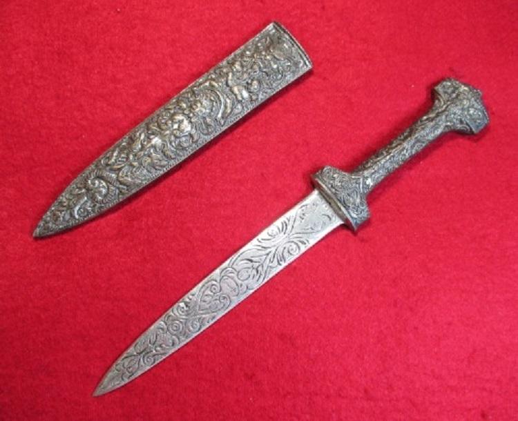 3ローマの護身用短剣
