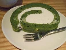 ブログ12抹茶ロールケーキ