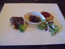 ブログ24カナヤマのムニエル 牛肉の赤ワイン煮