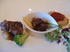 ブログ25カナヤマのムニエル 牛肉の赤ワイン煮