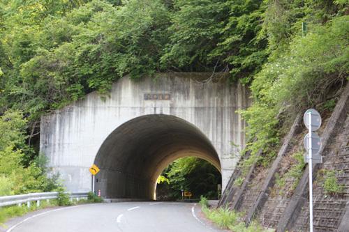 20170611板敷渓谷手前のトンネル