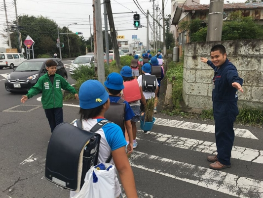 小学生への挨拶運動