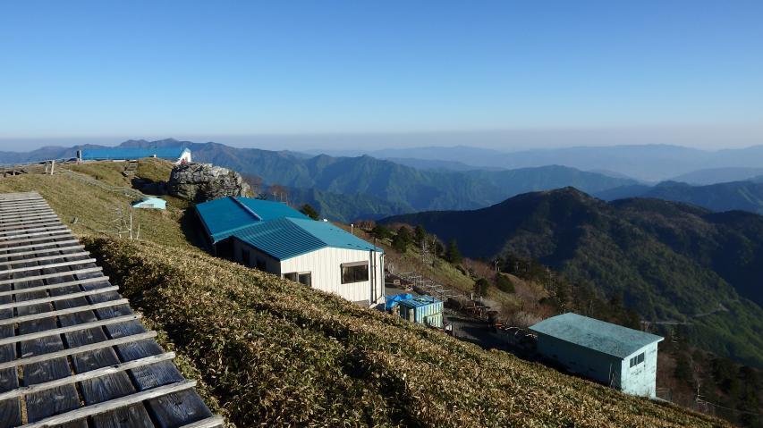 頂上ヒュッテの青い屋根