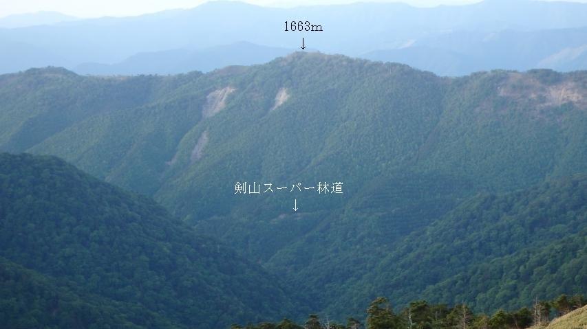 剣山スーパー林道が見えます