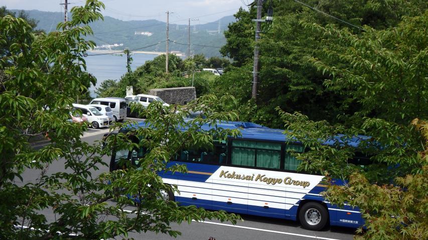 観光バスも来ている