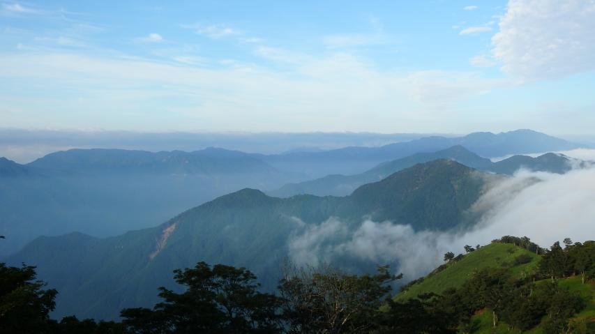 剣山地の脊梁尾根から南側には雲海はなし