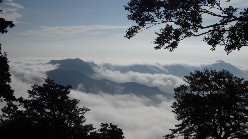 雲早山と高丸山