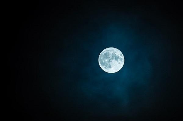 フリー画像・白い月