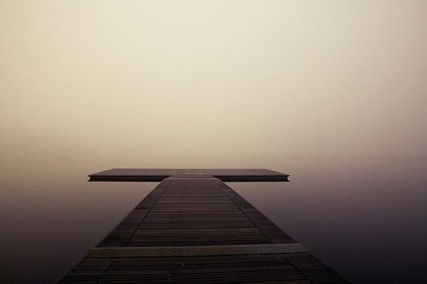 フリー画像・霧に浮かぶ桟橋