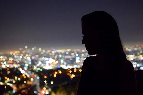 フリー画像夜景と女