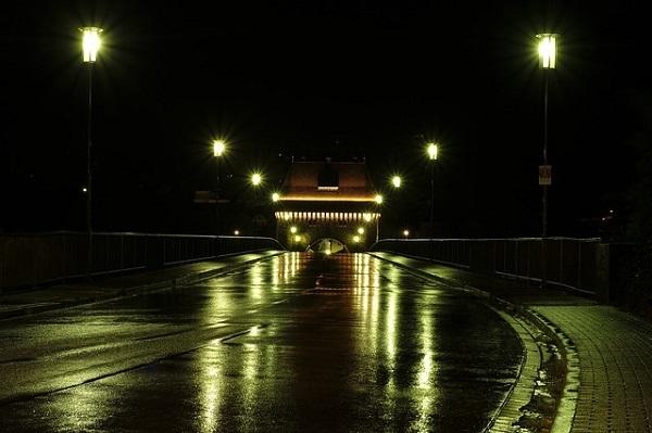 フリー画像・雨に濡れた街