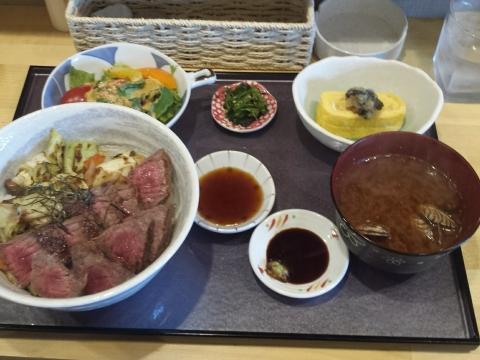 2017-04-16-阿波牛ステーキ丼 1600円税込み(2)