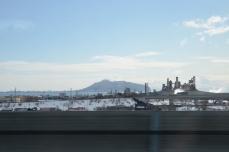 太平洋セメント上磯工場と函館山
