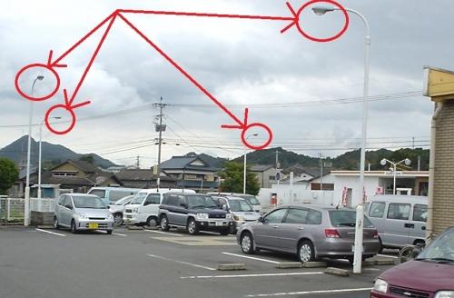 写真3 十分な駐車場照明