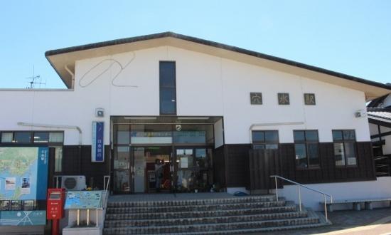 ①穴水駅舎 (550x330)