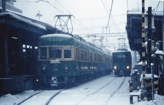 ⑧雪の長谷駅 (550x353)