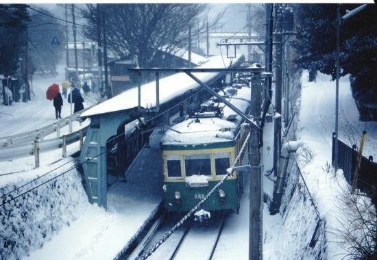 ⑩雪の極楽寺駅 (550x380)