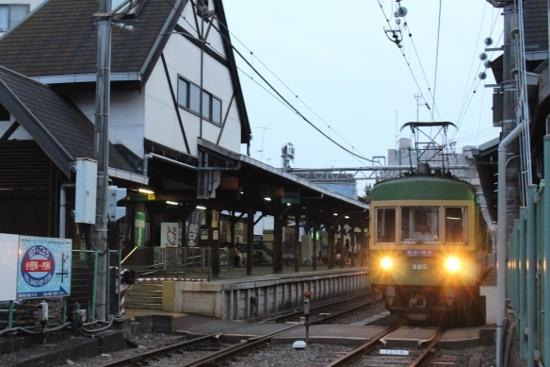 ⑰江ノ島駅 (550x367)