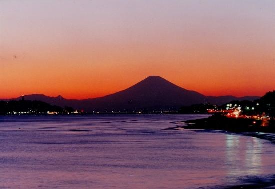 ⑭冬の夕暮れ富士山