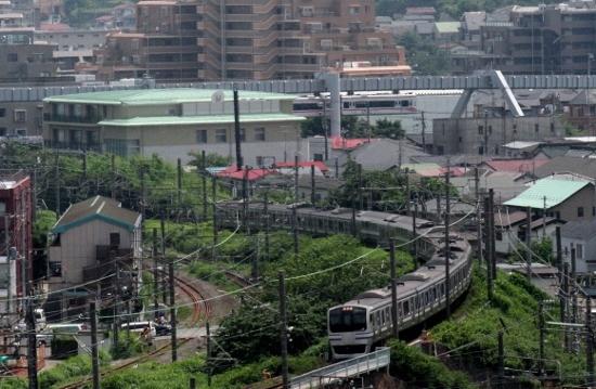④横須賀線とモノレール (550x359)