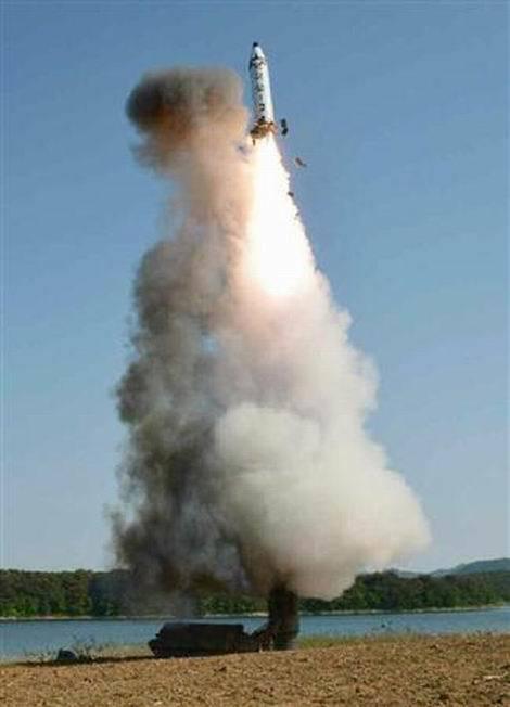北朝鮮 新型中距離弾道ミサイル「北極星2」発射実験(470x652)