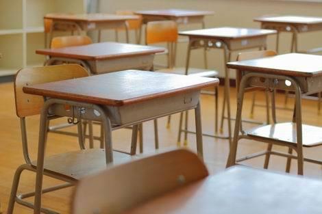 教室の机(470x313)