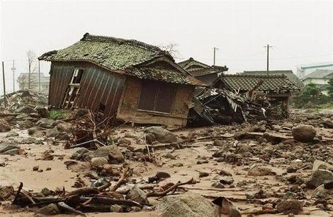 火砕流に襲われ無残な姿になってしまった住宅(470x307)