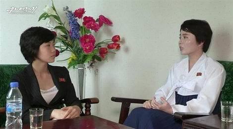 韓国社会を非難する脱北女性(右)の映像(470x261)