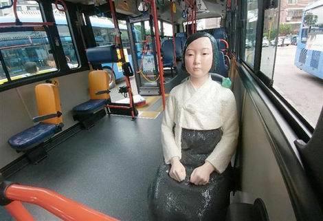 ソウルで慰安婦像乗せた路線バス運行(470x321)