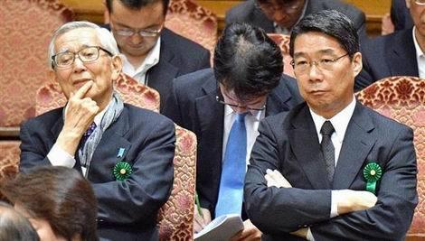閉会中審査での加戸氏(左)と前川氏(470x267)