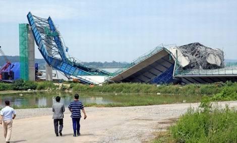 建設中だった平沢国際大橋の橋床が崩壊(470x284)