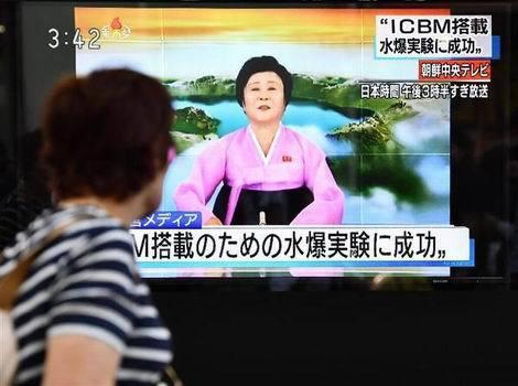 北朝鮮「水爆実験成功」を伝える街頭テレビ(470x350)