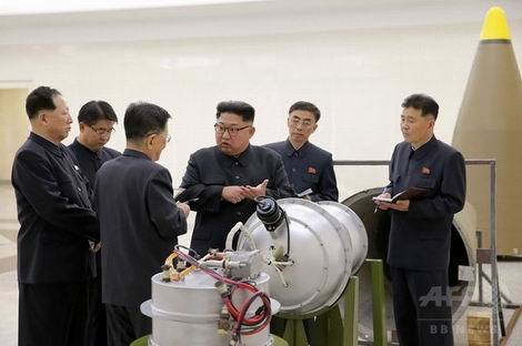 北朝鮮 核金属ケーシング視察金正恩(470x312)