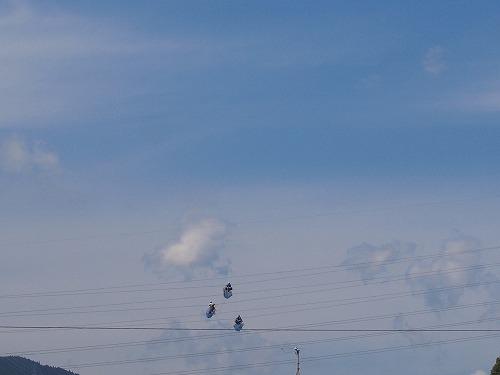 500青空を歩く人3